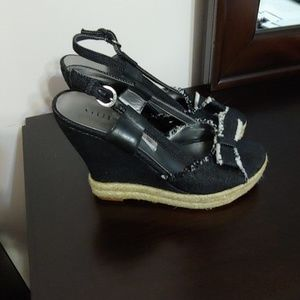 Guess. Size 7M.